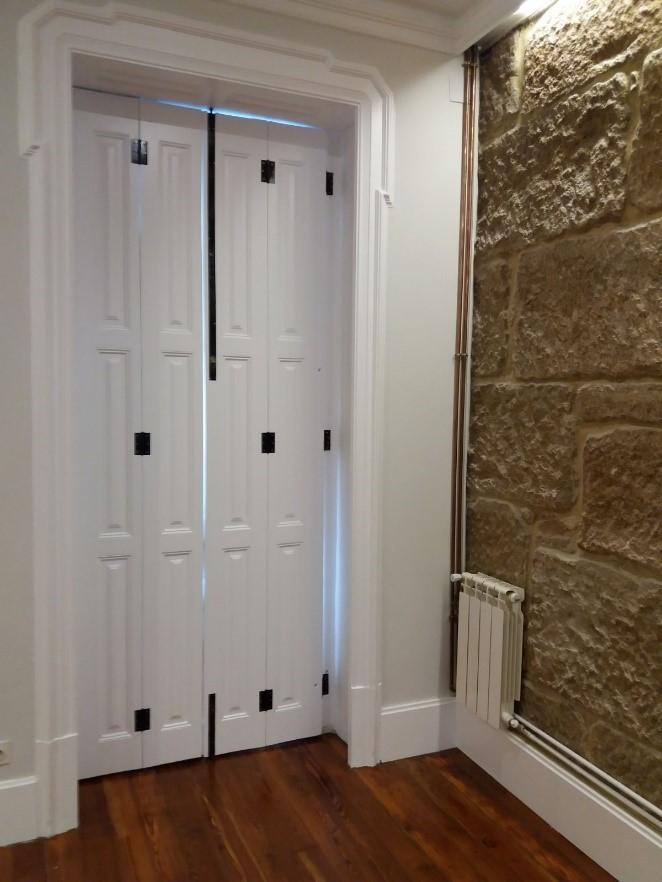 proyecto de barnizado en puertas de una casa en Regia