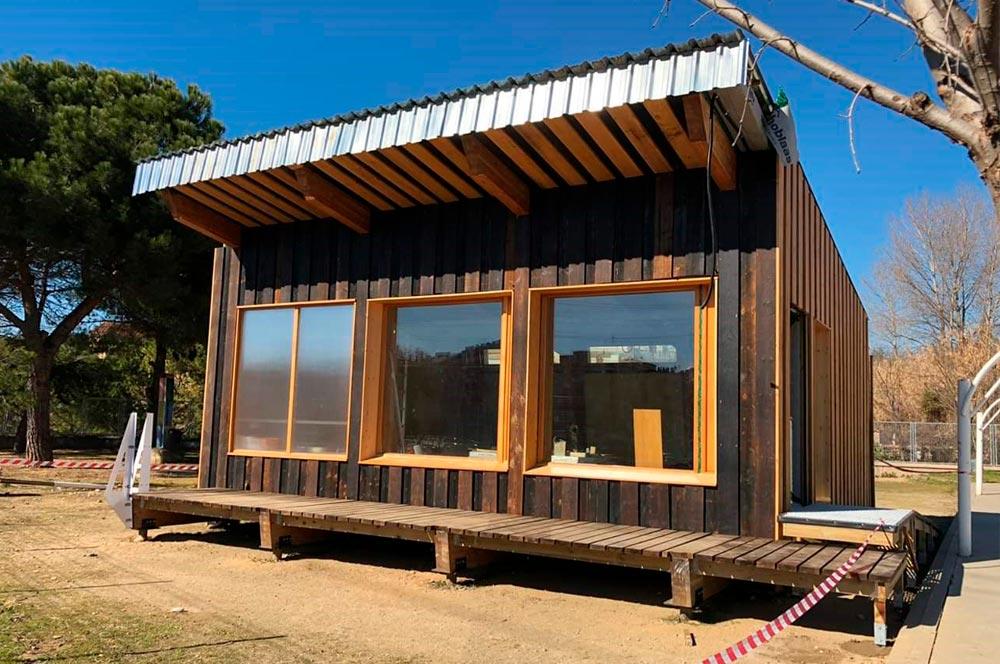 formacion aplicacion barnices en cabaña de madera