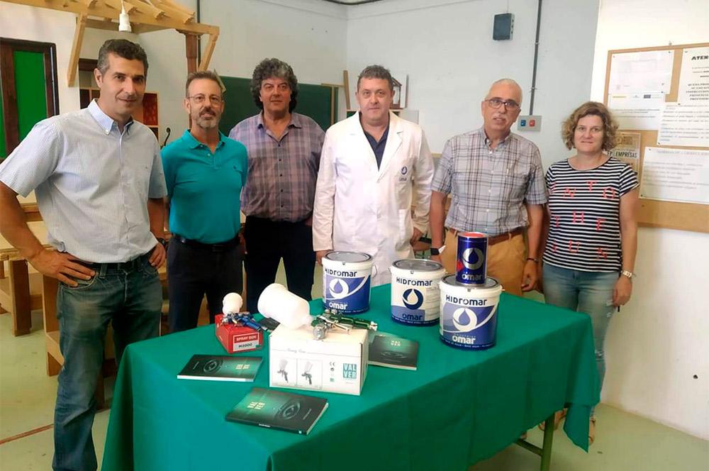 vemos a los participantes de evento formativo de barnices al agua de baja emisión