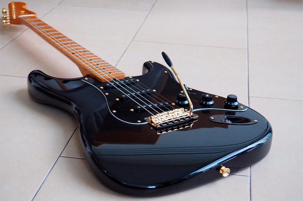 guitarra electrica barnizada